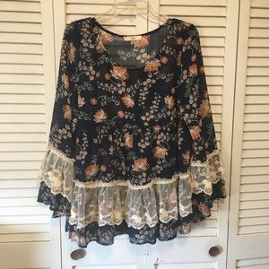 Entro Floral Lace Bell Sleeve Blouse Size Medium